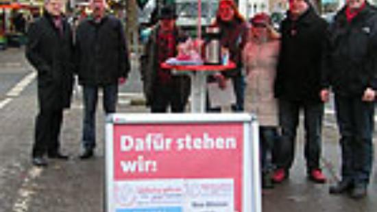 Landtagsabgeordneter Stefan Politze am Infostand des SPD-Ortsvereins Südstadt-Bult