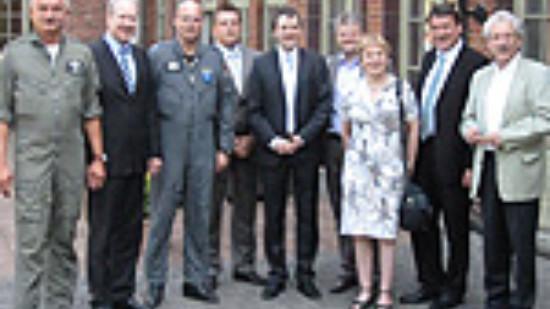 SPD-Landtagsabgeordnete besuchen das Lufttransportgeschwader 62 in Wunstorf