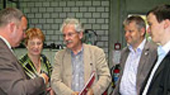 v. l.: Geschäftsführer Jens Gue mit Sigrid Leuschner, Heinrich Aller, Stefan Politze u. Marco Brunotte